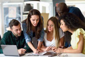 ¿Buscas tu primer empleo? Sigue estos 4 consejos para tener éxito